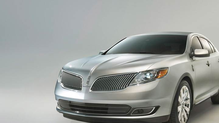 2013 Lincoln MKS Front Headlights View